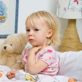 Как лечить фарингит у детей до 2 лет.