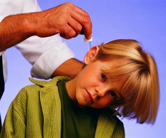 Как выбрать антибиотик при отите у ребенка?.