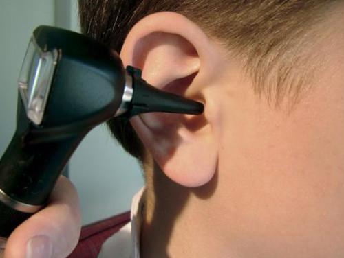 Серная пробка в ухе у детей.
