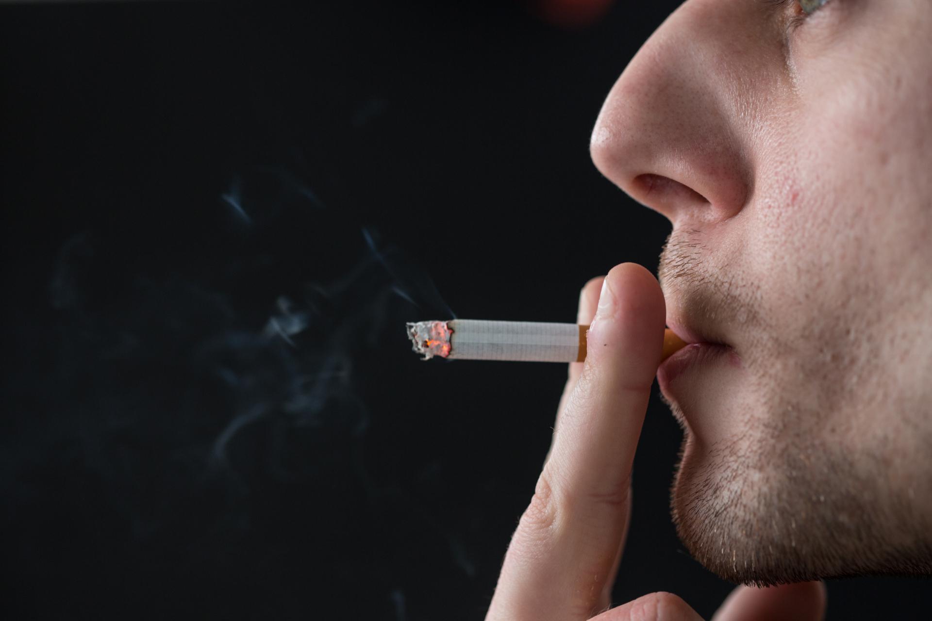 Почему болит голова после сигарет?