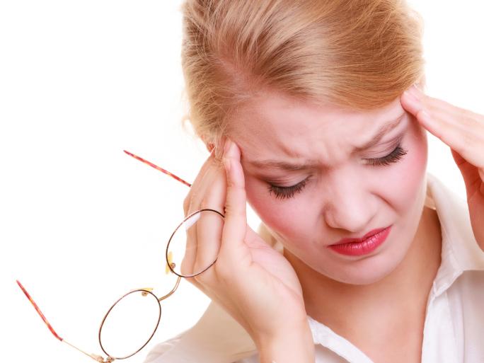 Причины давящей боли в голове